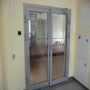 Дымонепроницаемые и эвакуационные двери